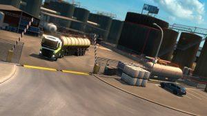 LKW verlässt ein Tanklager